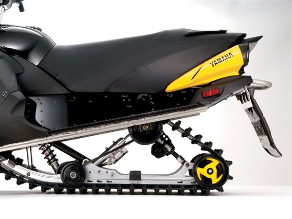 129_0701_03_z%2b2007_yamaha_apex_rtx_snowmobile%2brear_suspension_track.jpg