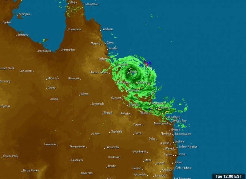 170328 1200EST Cyclone Debbie FNQ radar.jpg