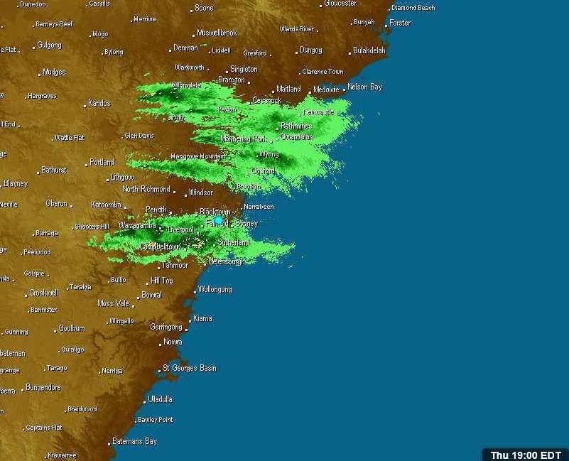 191205 1800AEST bushfire smoke streams on radar sm.jpg