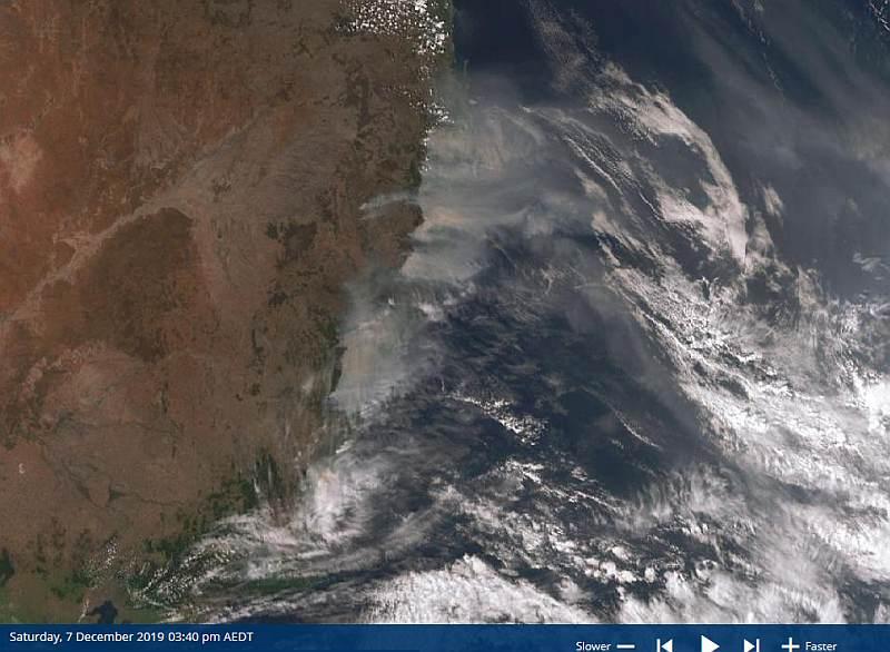 191207 1440AEST bushfire plumes vsm.jpg