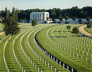 300px-Cambridge_American_Cemetery_and_Memorial.jpg
