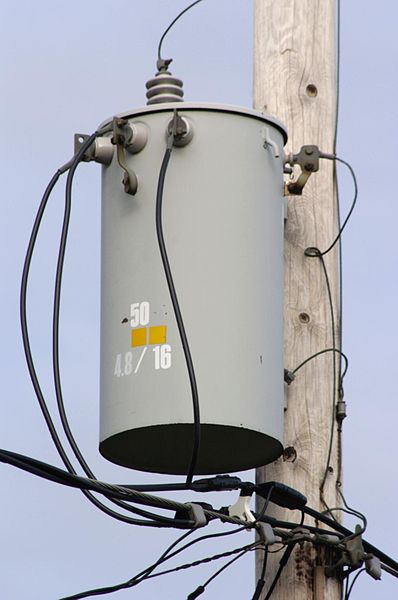 398px-Polemount-singlephase-closeup.jpg