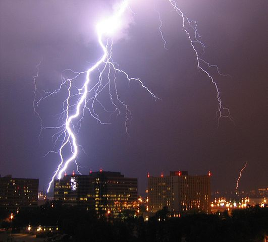 531px-Lightning_in_Arlington.jpg