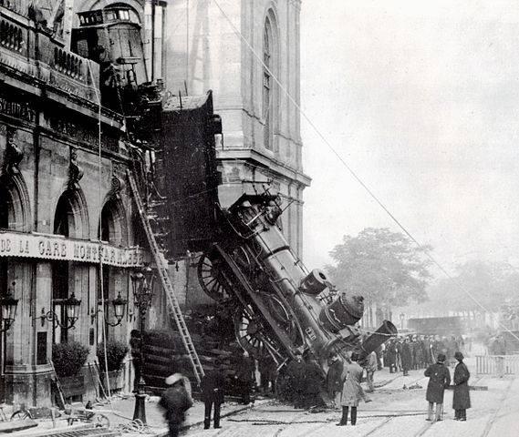 569px-Train_wreck_at_Montparnasse_1895_2.jpg