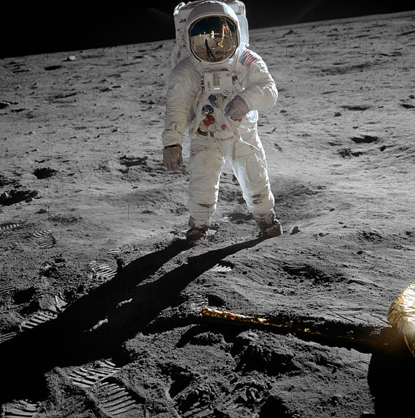 593px-Aldrin_Apollo_11_original.jpg