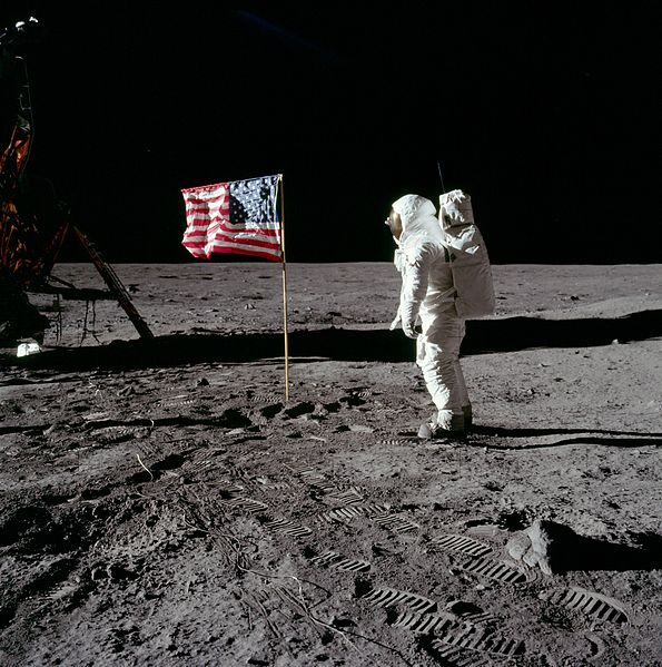 595px-Buzz_salutes_the_U.S._Flag.jpg