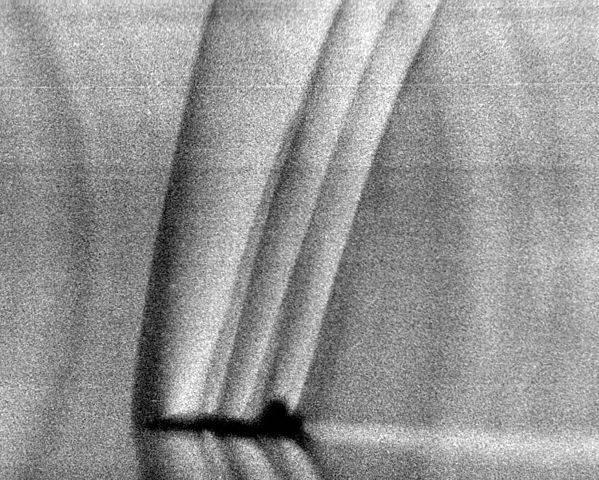 599px-Schlieren_photograph_of_T-38_shock_waves.jpg