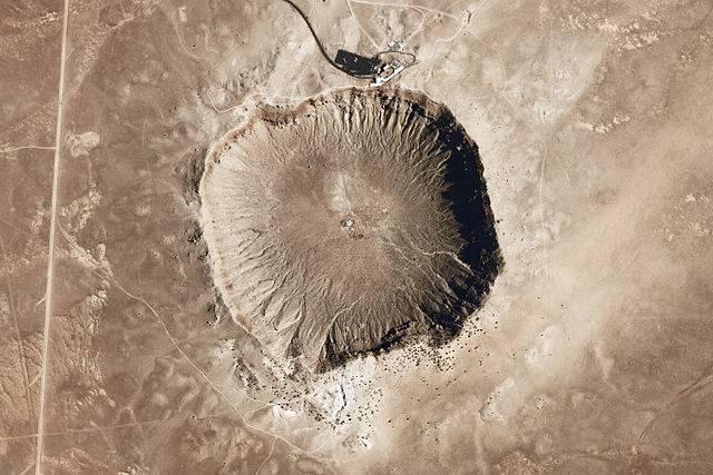 640px-Meteor_Crater_-_Arizona.jpg