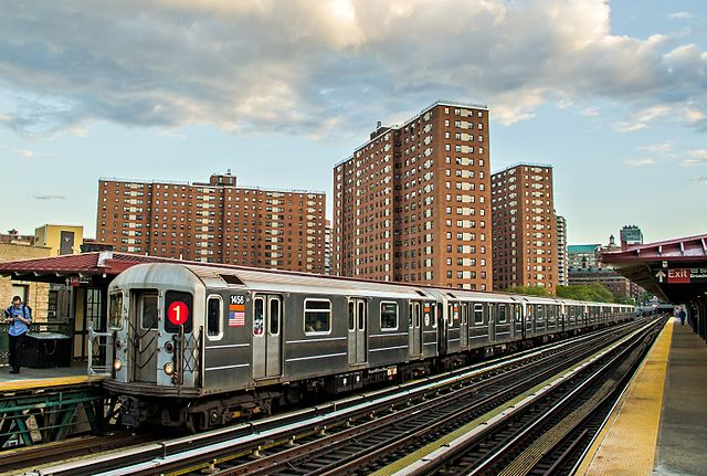 640px-NYCT_IRT_Kawasaki_R62_1_Train.jpg