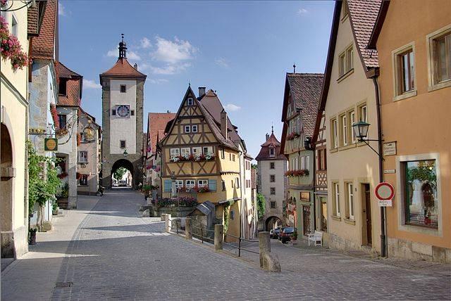 640px-Rothenburg_BW_4.JPG