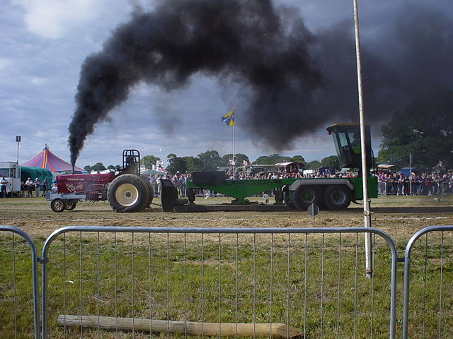 640px-Tractor_Pulling.jpg