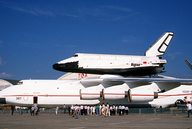 800px-Buran_on_An-225_%28Le_Bourget_1989%29_1.JPE