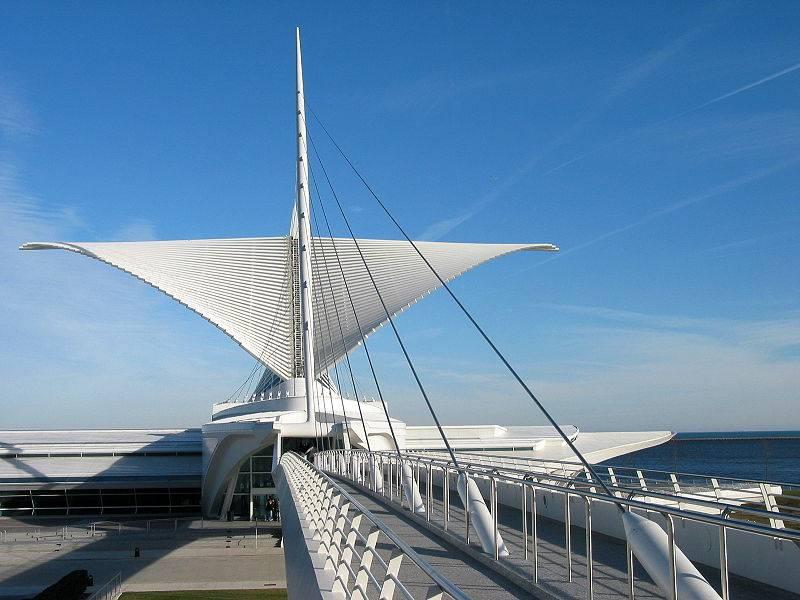 800px-Santiago_Calatravas_Quadracci_Pavilion%28rear%29.JPG