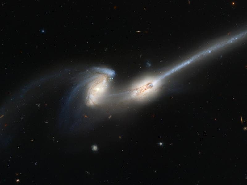 _4676_%28captured_by_the_Hubble_Space_Telescope%29.jpg