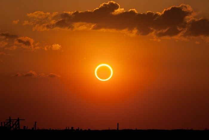 Annular_eclipse_-ring_of_fire-.jpg