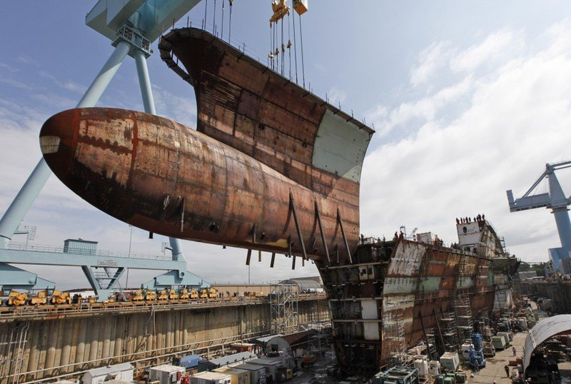 ap_virginia_aircraft_carrier_construction_24May-975x656.jpg