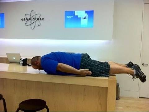 apple-store-planking-5110525161700.jpe