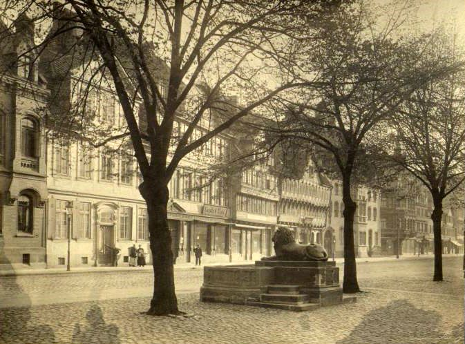 Braunschweig_Loewenbrunnen_um_1880.jpg