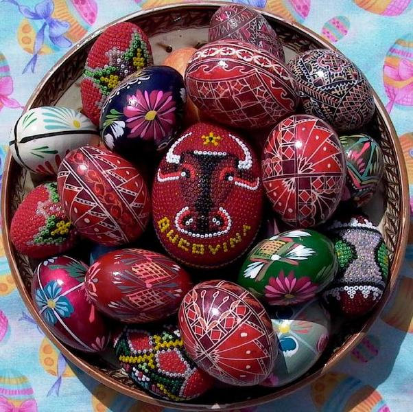 bukovina-easter-eggs-zoglauer-table-640.jpg