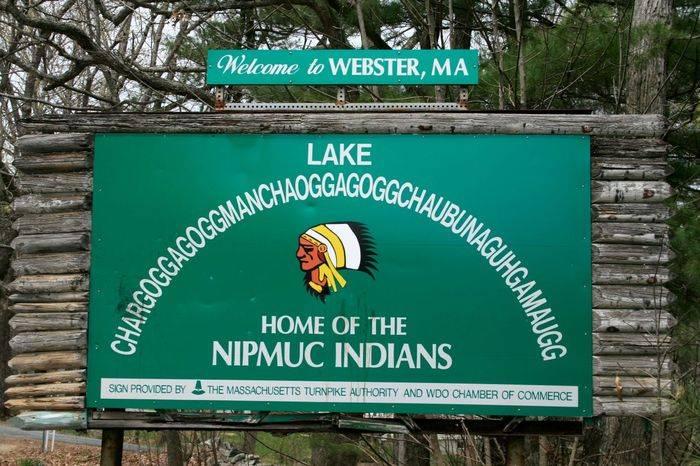 Chaubunagungamaug_lake_sign.jpg