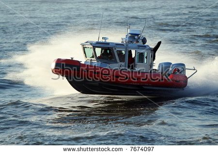 ck-photo-speedboat-cruising-the-sea-hydroplaning-at-high-speed-identifying-marks-removed-7674097.jpg