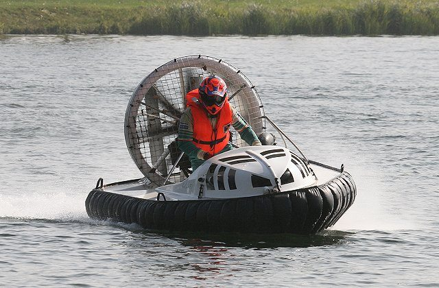 Formel1_hovercraft.jpg