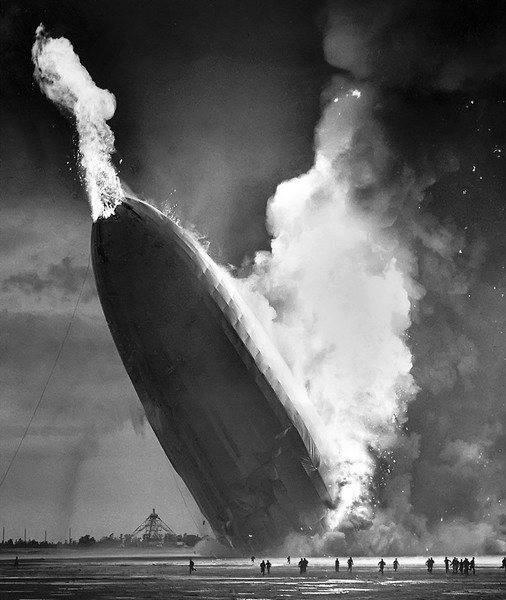 Hindenburg_disaster,_1937.jpg