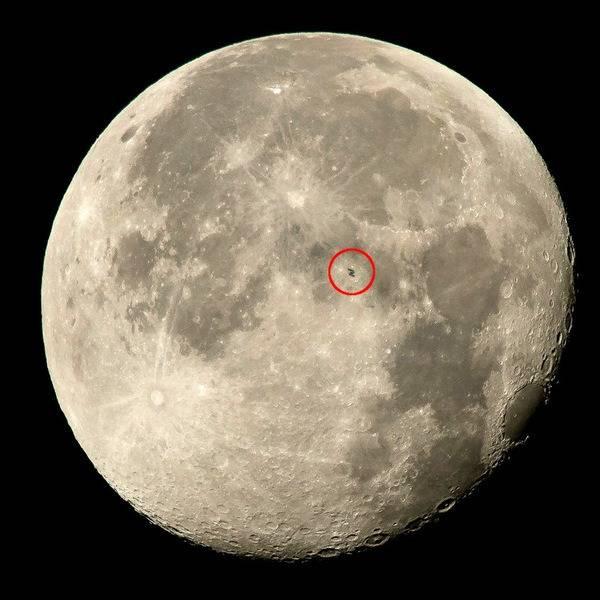 ISS_transiting_Moon_940x940_v2.jpg