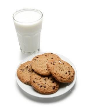 ist2_1614570_milk_and_cookies.jpg