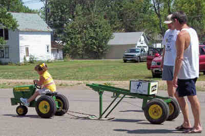 kids%20pedal%20tractor%20pull%202006%201.jpg