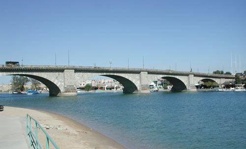 London_Bridge%2C_Lake_Havasu%2C_Arizona%2C_2003.jpg