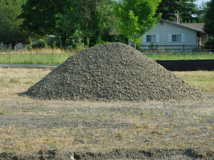 Lone_pile_of_gravel_-_Hillsboro%2C_Oregon.JPG