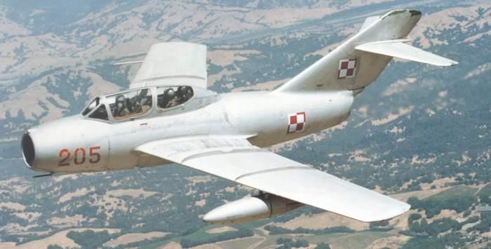 MiG-15UTI-205-01.jpg