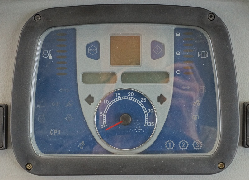 NH Boomer 3050 Instrument Panel.jpg