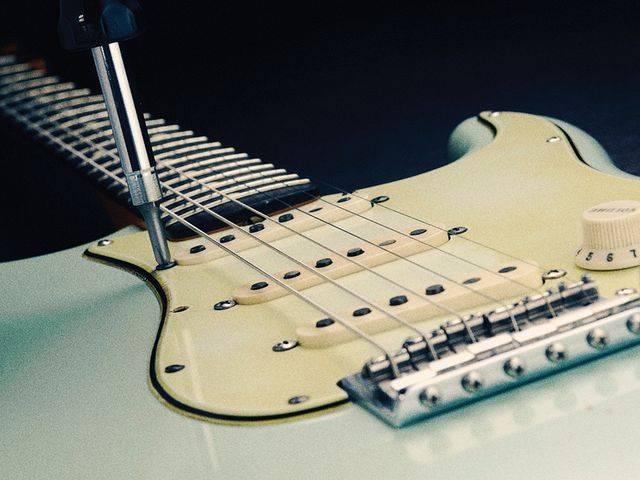 guitar myth guitar shielding physics forums. Black Bedroom Furniture Sets. Home Design Ideas