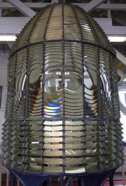 pigeon-point-fresnel-lens.jpg