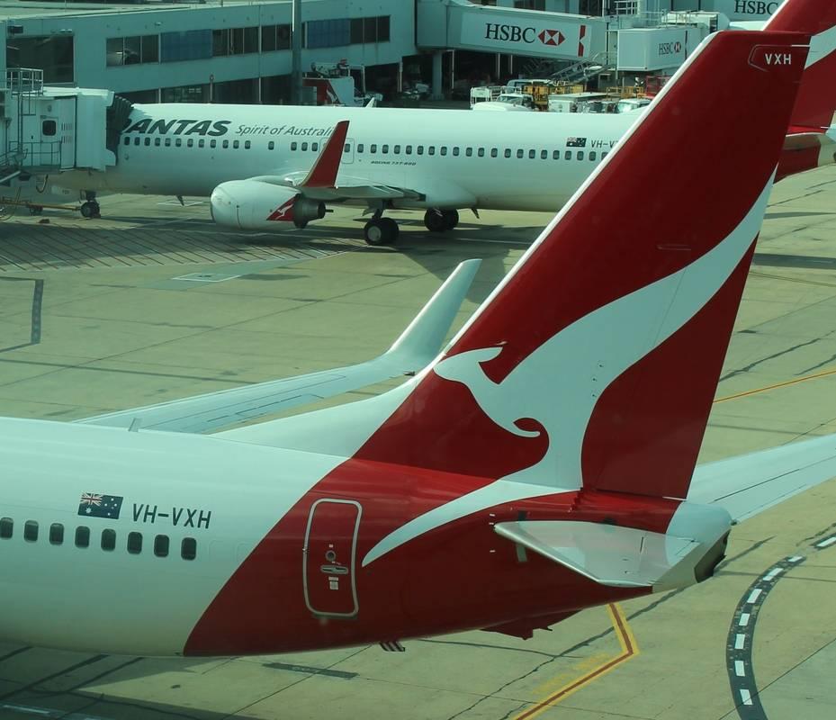 Qantas_Boeing_737-800_Registration_on_tail.jpg