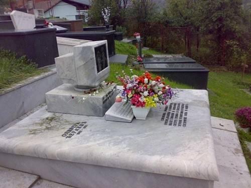 RIP_PC_tombe_cimetiere_thumb.jpg