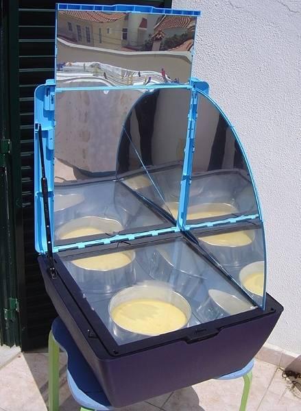 Solar_oven_Portugal_2007.jpg