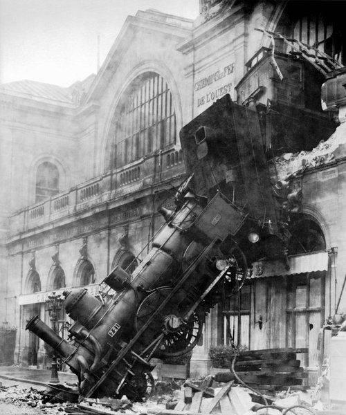 Train_wreck_at_Montparnasse_1895.jpg