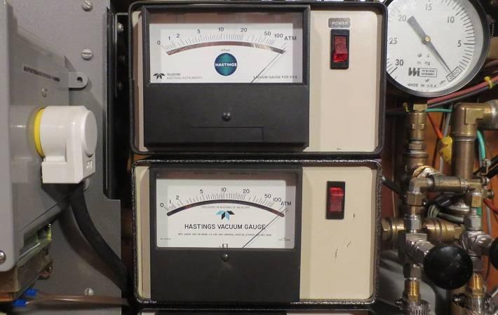 vacuum gauges.jpg