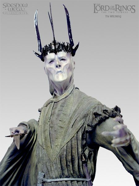 Witch-king_statue_close.jpg